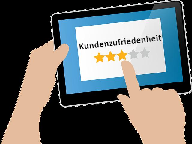 tablet mit Sterne-Bewertung zur Kundenzufriedenheit